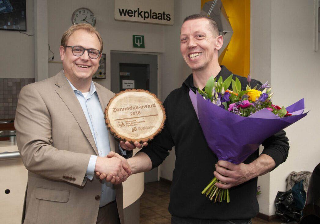 Garage Bakker Apeldoorn : Zonnedak award uitgereikt aan garage bakker duurzame